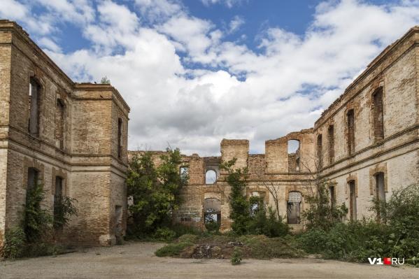Сейчас от Тингутинской опытно-мелиоративной станции остались одни руины