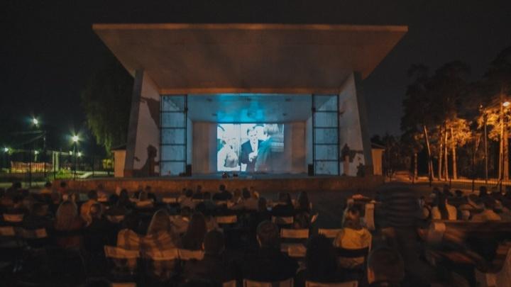 Советская классика на футбольном поле: в челябинском дворе откроют кинотеатр под открытым небом