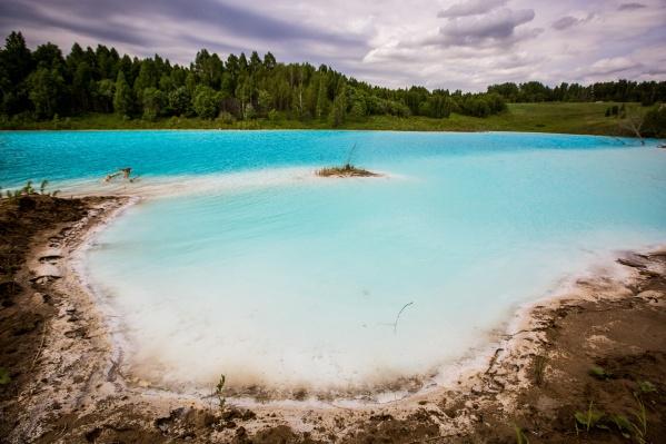 Голубое озеро привлекает пользователей соцсетей, которые любят публиковать красивые кадры