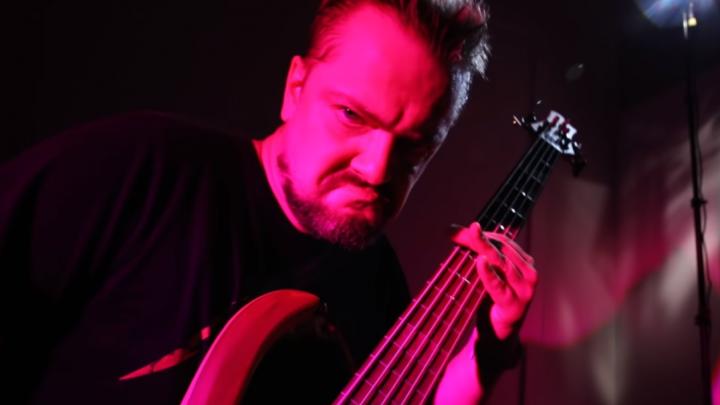 «На выходе получается фарш»: новосибирский музыкант записал рок-кавер на песню известного рэпера