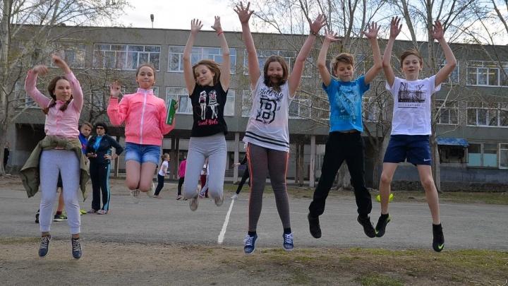 Екатеринбургская фабрика звёзд: экскурсия по школе, где ученики пишут рэп, а учителя создали группу