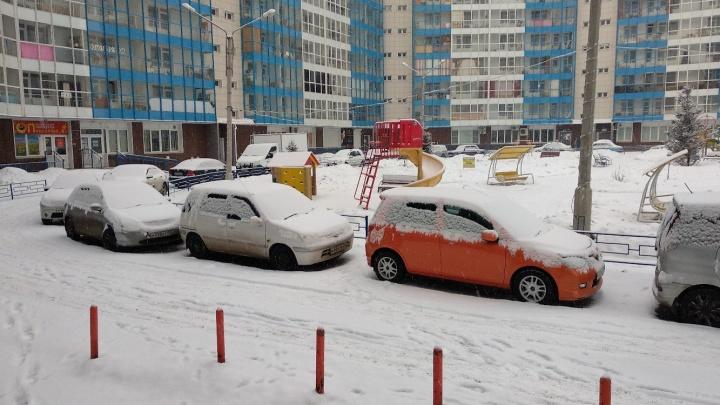 Красноярск накрыло мартовским снегопадом