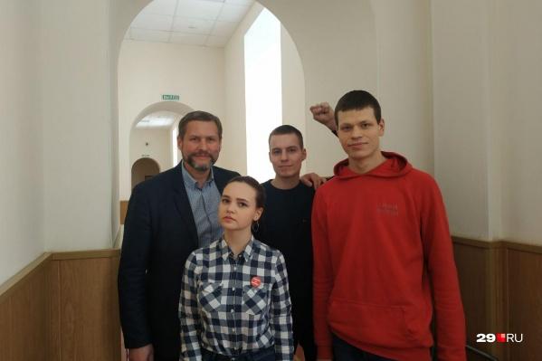 Слева направо — депутат Александр Афанасьев, Дарья Порядина, Михаил Барна и Георгий Биялт