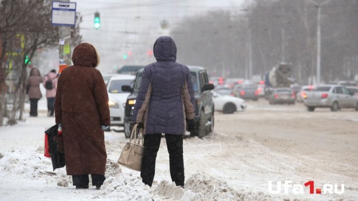 В администрации Уфы рассказали, в каких дворах уберут снег 16 января