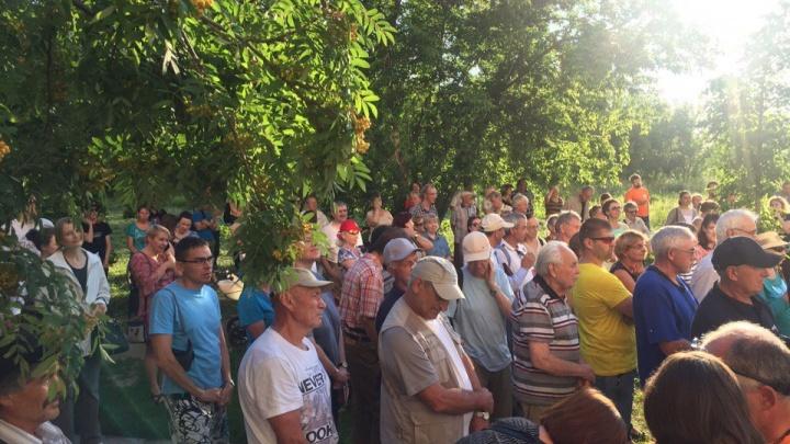 300 новосибирцев вышли на митинг против застройки пустыря в Академгородке