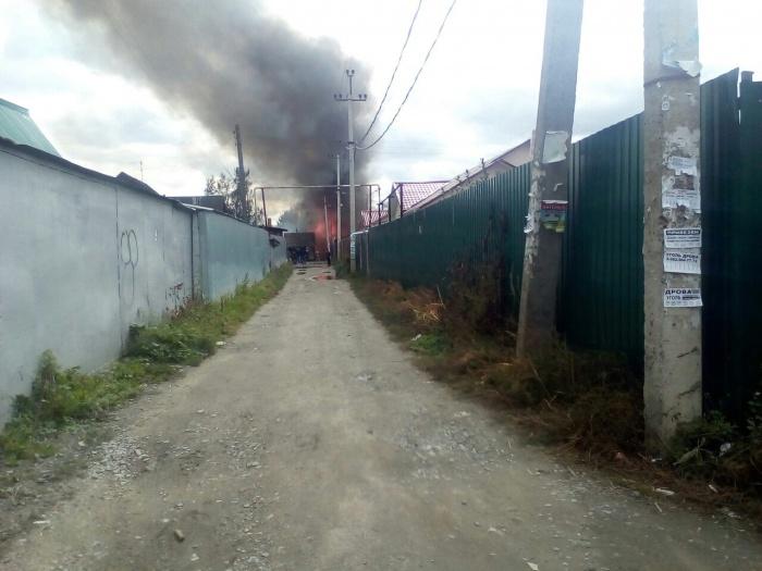 Дом был охвачен огнём практически полностью