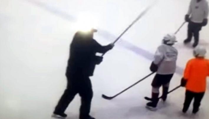 «Авангард» уволил тренера, который бил маленьких хоккеистов клюшкой по голове