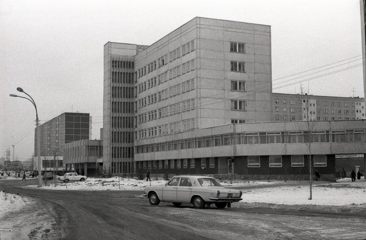 Здание районной поликлиники в середине восьмидесятых годов