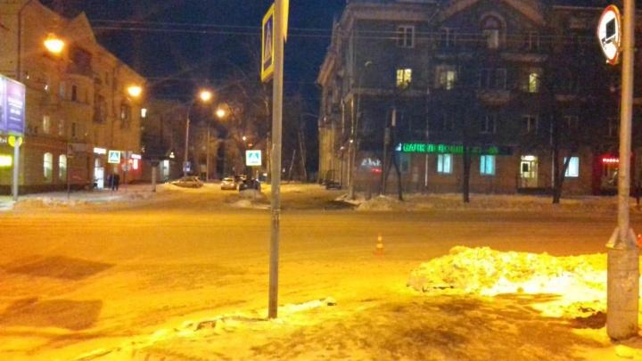 Иномарка сбила школьницу на пешеходном переходе в Калининском районе