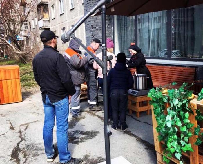 Сегодня пообедать пришли около 40 человек