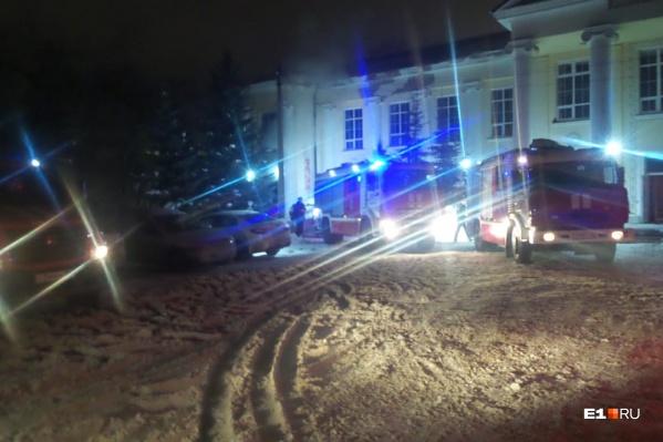 На место выехали сразу 25 пожарных