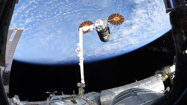 Екатеринбургский космонавт показал, как при помощи гигантской руки поймали грузовой корабль