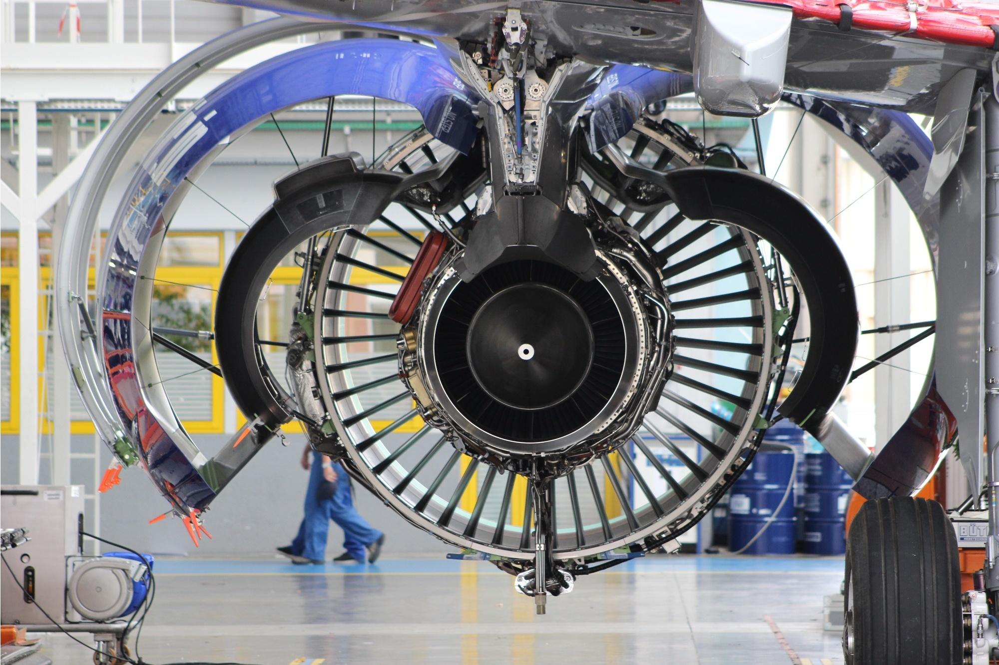 Вид на двигатель в раскрытом состоянии