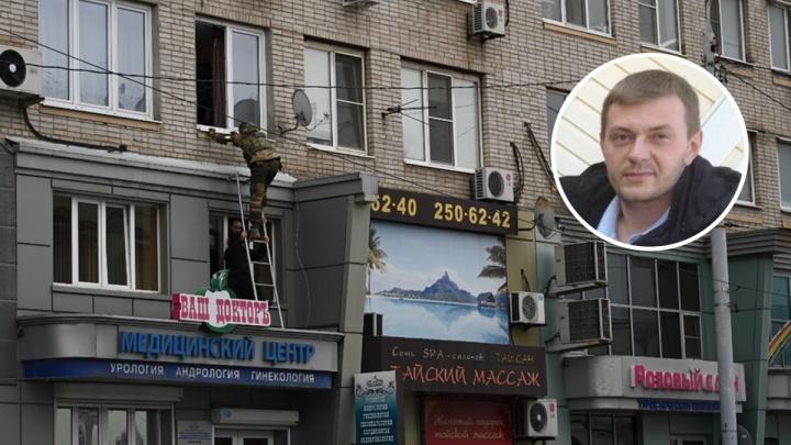 В Ростове сотрудник следкома взял в заложники свою жену. Спецназ забрался в квартиру через окно