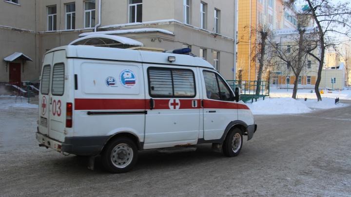 В снегу на Бархатовой нашли мужчину с годовалой девочкой