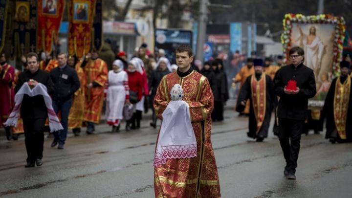 Тысячи новосибирцев приняли участие в крестном ходе