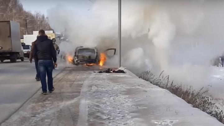 В Башкирии на трассе дотла сгорел автомобиль