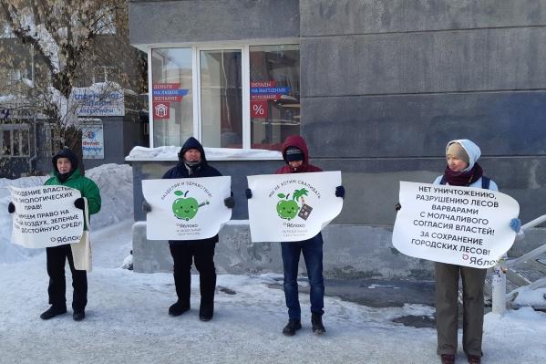 Жители города поддержали 25 регионов страны и потребовали снизить тарифы, сохранить леса и выступили против сжигания мусора