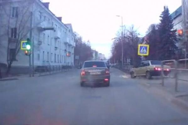 Зауральцу придется восстанавливать сбитый дорожный знак