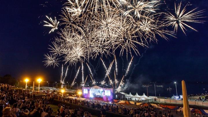 В Волгограде опередивший время салют в честь Дня России сняли с высоты