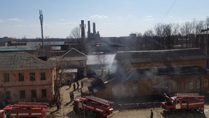 В Рыбинске загорелось здание психбольницы: эвакуировали людей