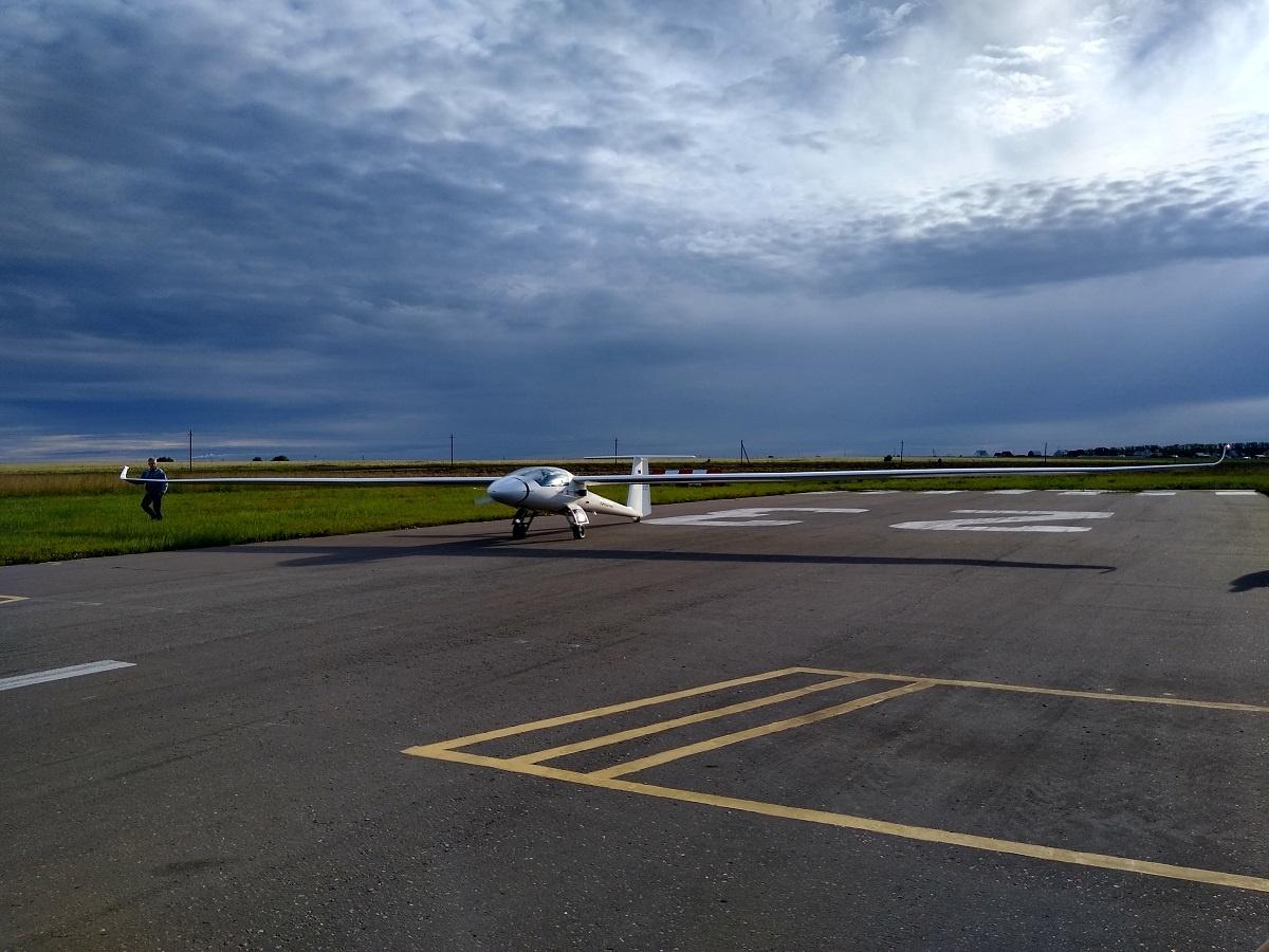 Размах крыла у самолёта 25 метров