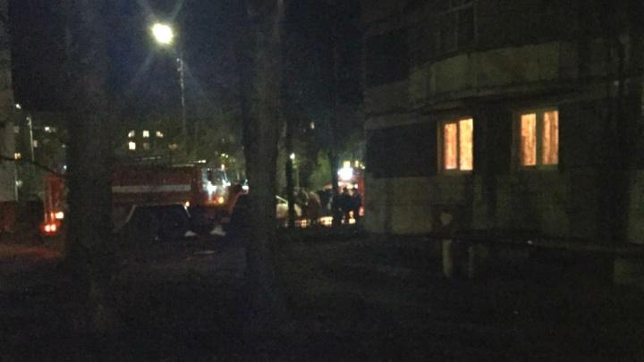 Ночной пожар в многоэтажном доме в Ростове: одинокий дедушка попал в больницу