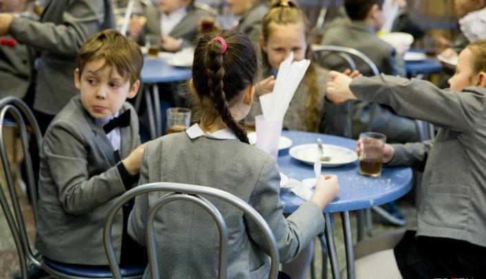Отказавшихся от школьного питания детей стало вдвое больше: как власти решают проблему