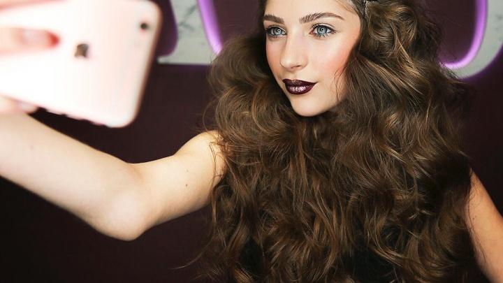 В салонах Новосибирска начали делать макияж для селфи из пластилинового крема