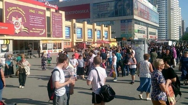В Екатеринбурге эвакуировали Южный и Северный автовокзалы, пассажиров выгнали на улицу