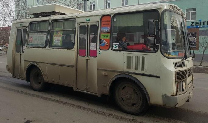 Осуждён житель Кургана, разбивший битой стекло автобуса