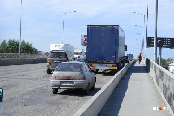 Поток транспорта во время дорожных работ будет идти только по одной стороне моста