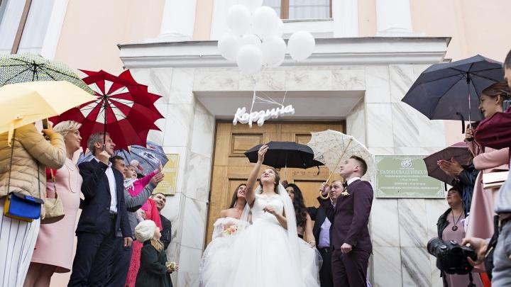 «Работаем до изнеможения»: как ярославские ЗАГСы регистрируют браки после сбоя в федеральной системе