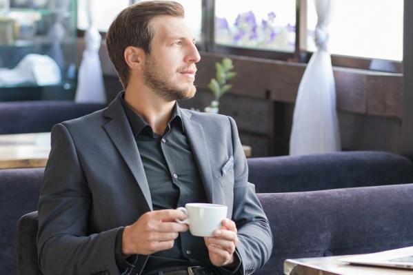 В «Пеплос» вы можете выбрать мужской свитер, костюм, рубашку или брюки, не тратя драгоценное время