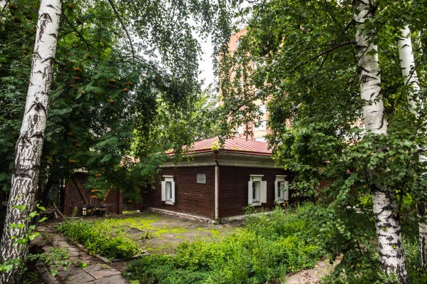 Сейчас историческое здание в центре Новосибирска пустует
