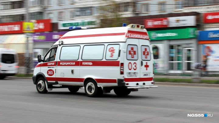 «Он ждал помощи, а мы приехали и зачитываем его права»: главврач омской скорой о новом законопроекте