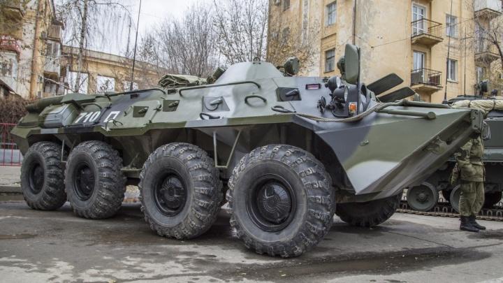 «У нас БТР и танк Т-70»: УК рассказала главе района, какая техника обслуживает дома в Волгограде