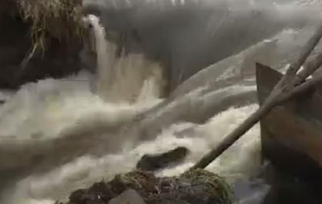 В Башкирии из-за паводка местные жители остались без дороги