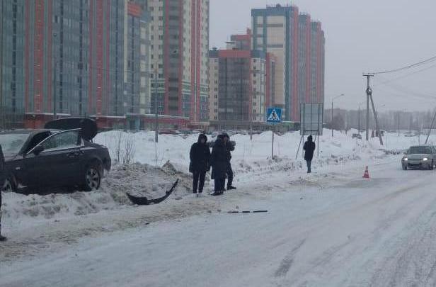 Водитель без прав сел за руль BMW и сбил пешехода