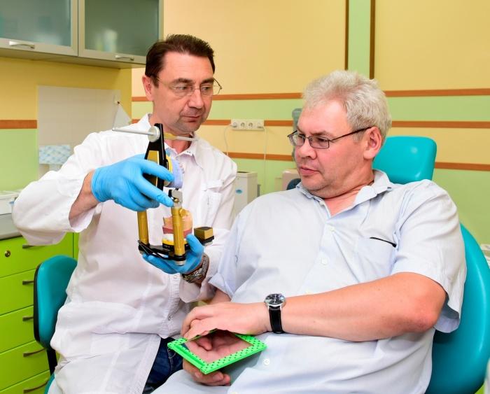 В Новосибирске начала работу бесплатная горячая линия по вопросам восстановления зубов