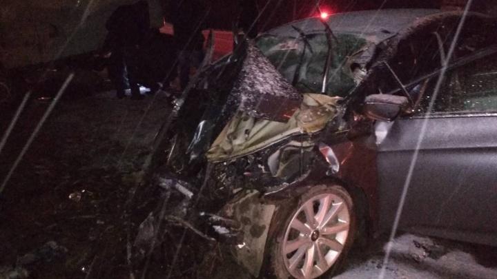 Обе машины — в хлам: в Самарской области столкнулись медицинская «буханка» и Hyundai