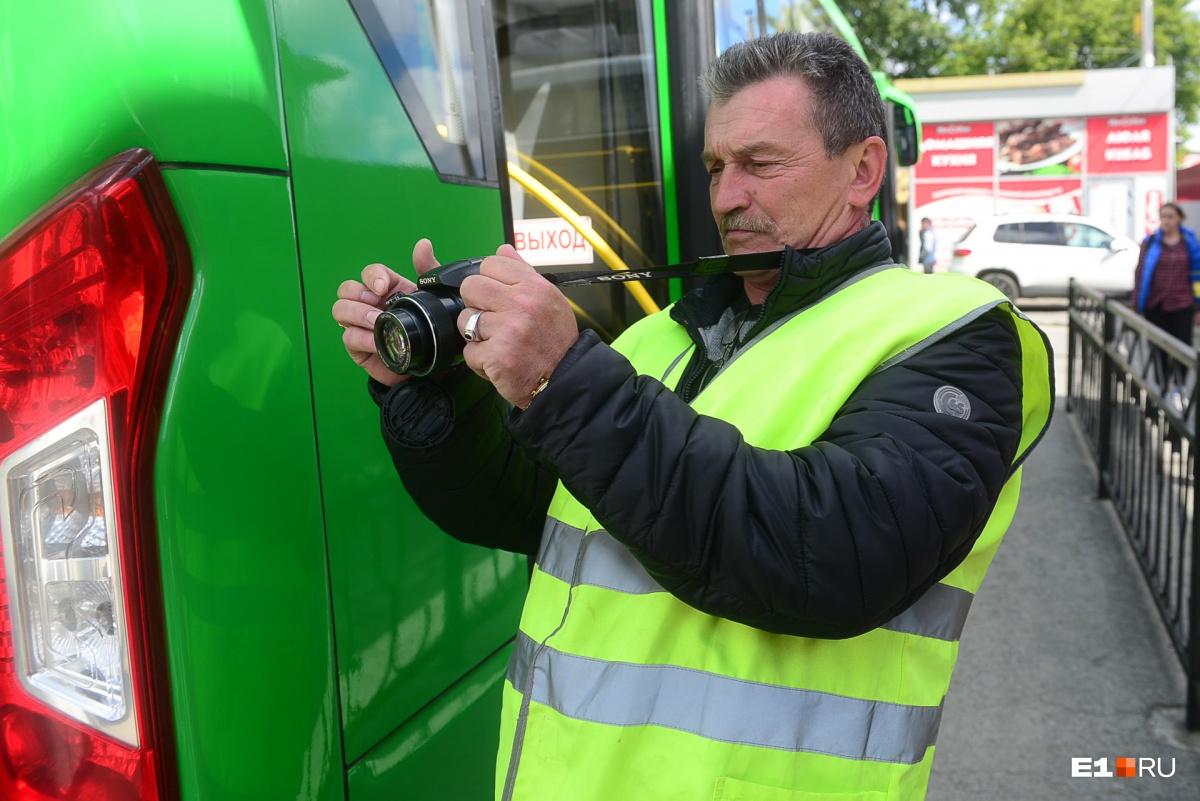 В муниципальной транспортной инспекции работает всего шесть человек. Ежедневно они выходят в рейды