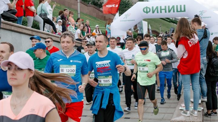 Около 4000 тюменцев вышли в субботу на набережную, чтобы пробежать марафон