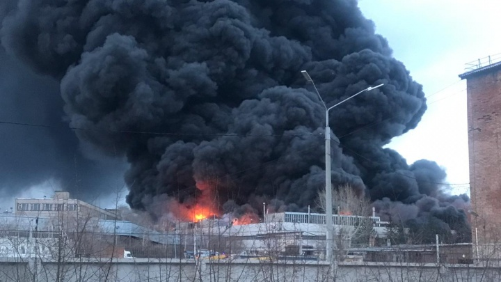 10 самых эпичных кадров с пожара на Красрабе