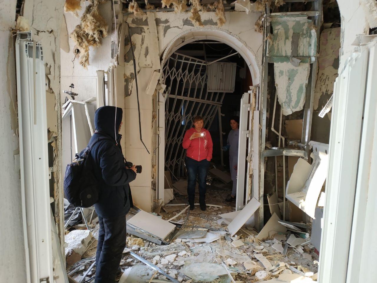 Сейчас сотрудники банка оценивают ущерб, нанесённый взрывом