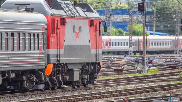 Угодил под колеса грузового поезда: на улице XXII Партсъезда погиб 57-летний мужчина