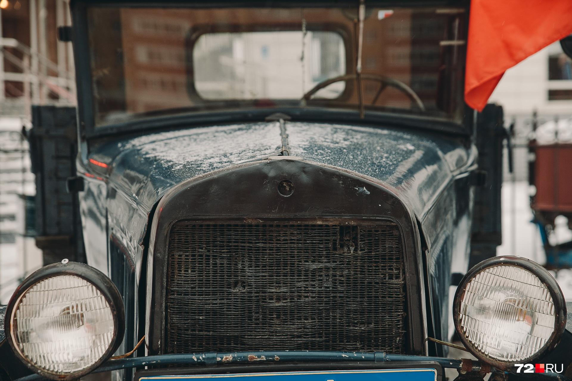 Если полистать журнал с историческими фотографиями, то можно увидеть большое сходство русских машин с американскими «Фордами»