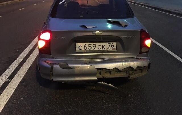 «Поцеловал в зад и скрылся»: в Ярославле ищут водителя на красной «Мазде»