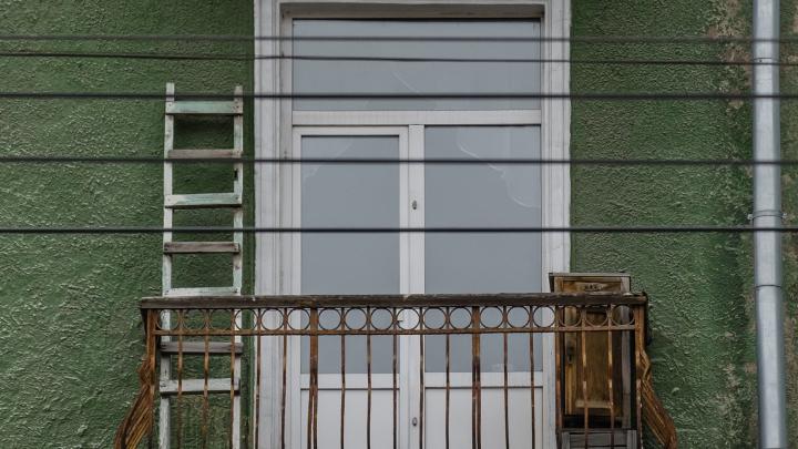 Так можно ли курить на балконах? В МЧС Прикамья объяснили новые правила пожарной безопасности