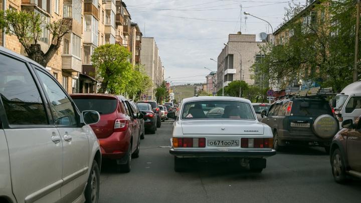 Изменение движения в центре поставило город в пробки и в 2 раза увеличило путь: эксперимент НГС